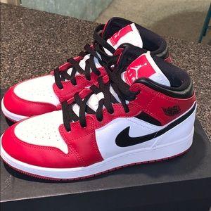 Air Jordan 1 Chicago (white heel) Mid